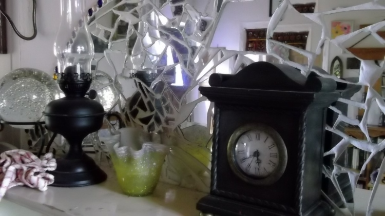 clock on the mantlepiece at Bealtaine Cottage