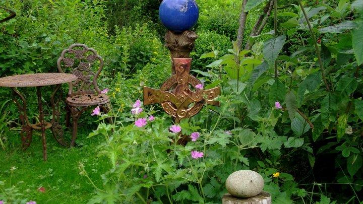 Bealtaine Cottage Celtic cross