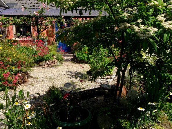 Bealtaine Cottage courtyard