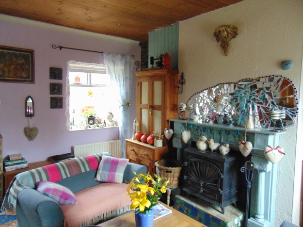 sitting room at Bealtaine Cottage bealtainecottage.com 002